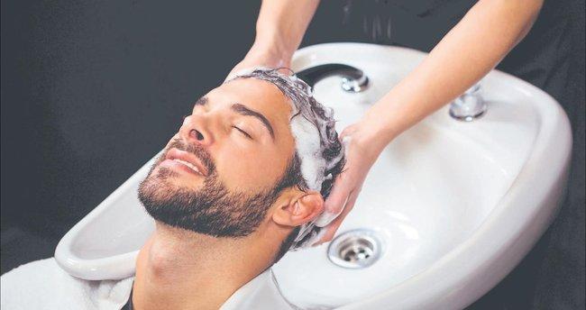 Şampuanı doğrudan saça sürmeyin saçınızı sık kestirin