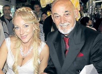 Kenan Bal sokak ortasında evlendi