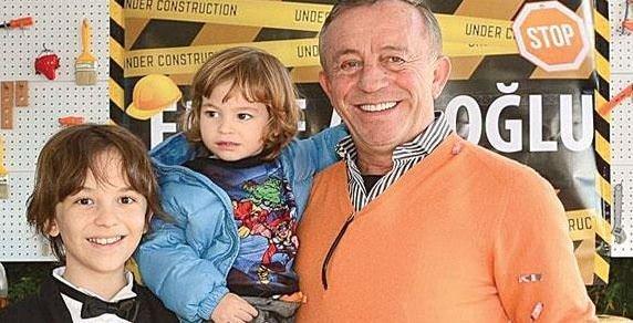 Ali Ağaoğlu'ndan oğluna inşaat temalı yaşgünü
