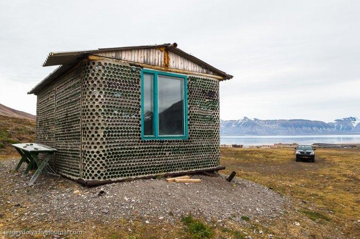 Şişeden ev yaptı!