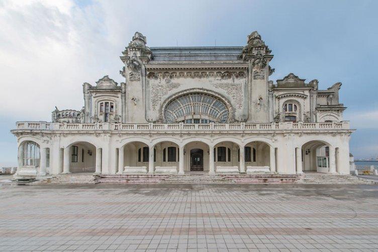 Romanya'nın en muhteşem binası terk edilmiş halde