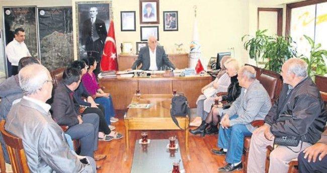 Başkan Seyfi Dingil halk günlerinde vatandaşı dinliyor