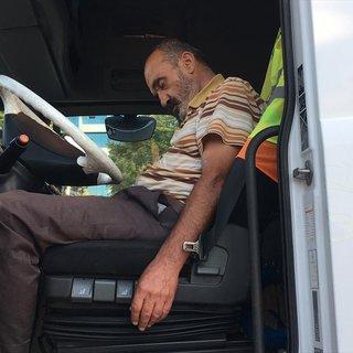 Alkollü TIR sürücüsü yol ortasında uyuyakaldı