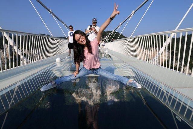 O köprü turist akınına dayanamadı!