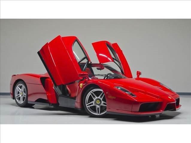 Ferrari Enzo alıcısını bekliyor