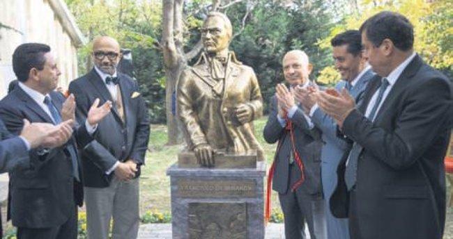 Ankara Üniversitesi'ne General Miranda heykeli