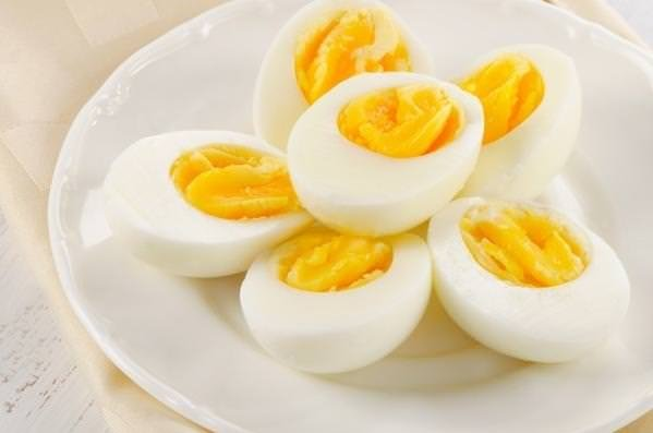 Haşlanmış yumurtayı çiğ haline döndürdü!