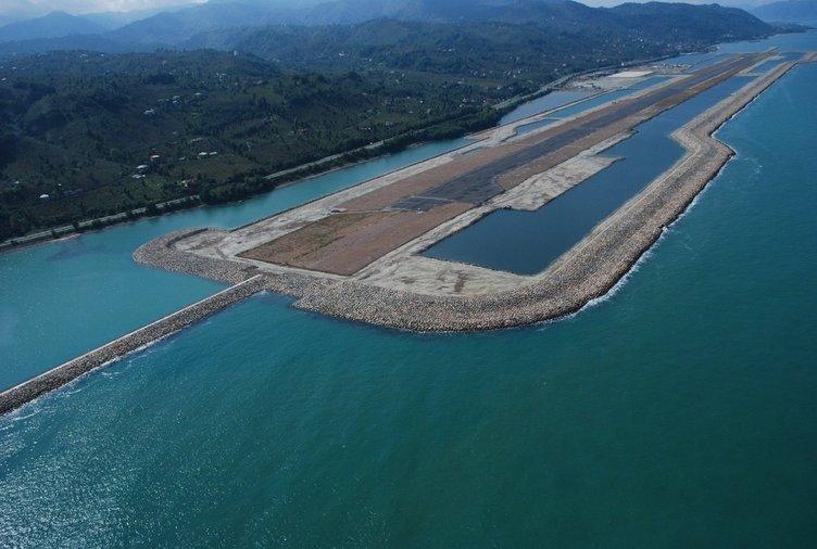 Türkiye'nin denize yapılan ilk havalimanı havadan görüntülendi