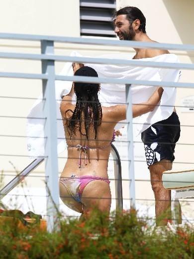 Eva Langoria aynı bikiniyle tatilde