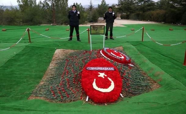 Demirel'in mezarında özel güvenlik nöbeti