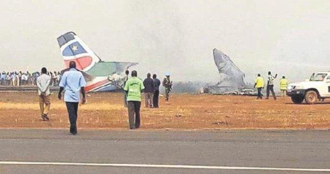 Uçak düştü: 14 yaralı