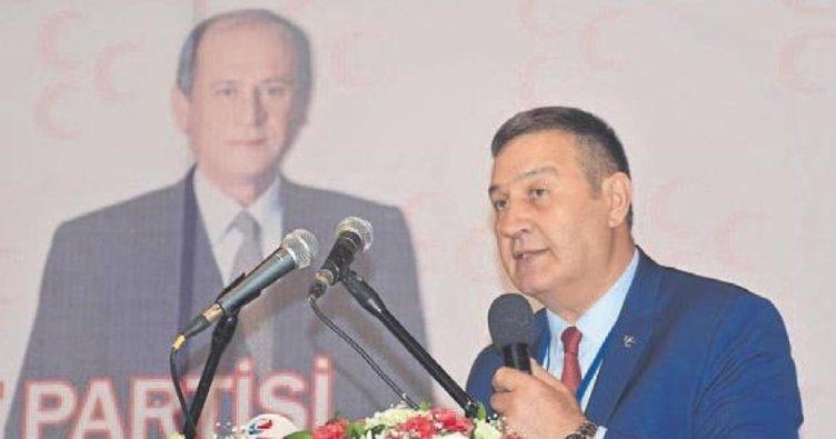 Başkan Karataş yerel yönetimi topa tuttu