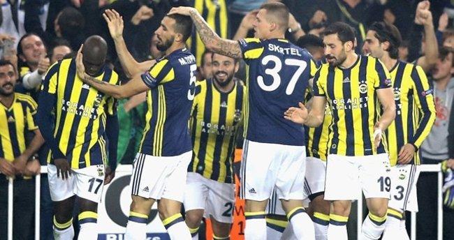 Aziz Yıldırım futbolcuları tebrik etti