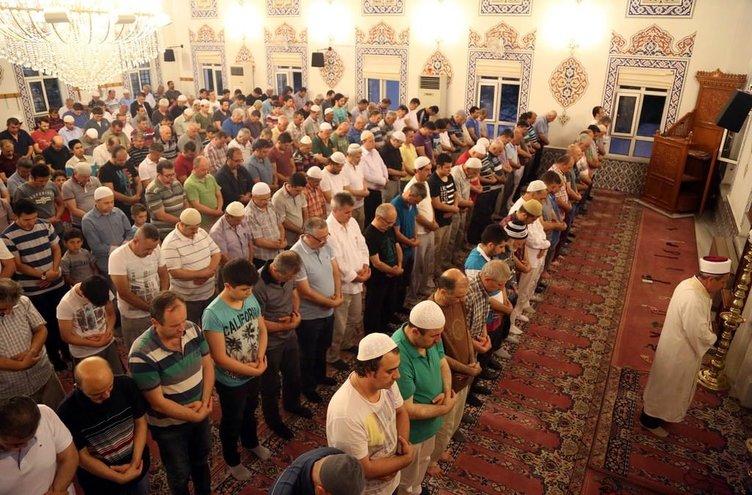Ramazan'ın ilk cuması camiler doldu taştı