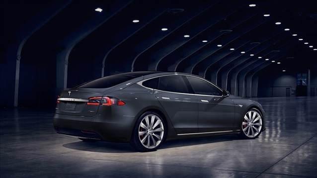 Tesla Model S makyajlandı