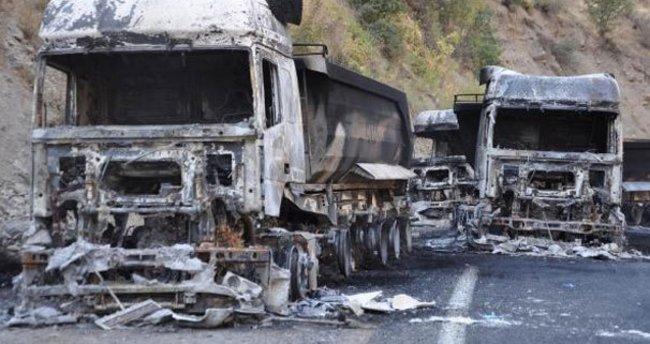Hakkari'de PKK'lılar bir maden ocağına ait 3 TIR'ı ateşe verdi