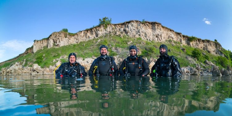 Dünyanın en büyük su altı peri bacaları Van'da keşfedildi