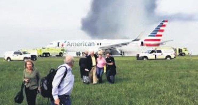ABD'de yolcu uçağı alev alev yandı