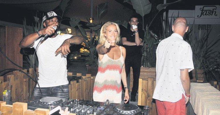 Burcu ile Pascal DJ kabininde