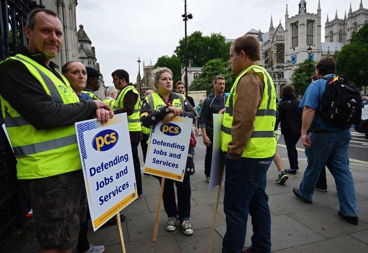 1 milyon çalışan sokakta