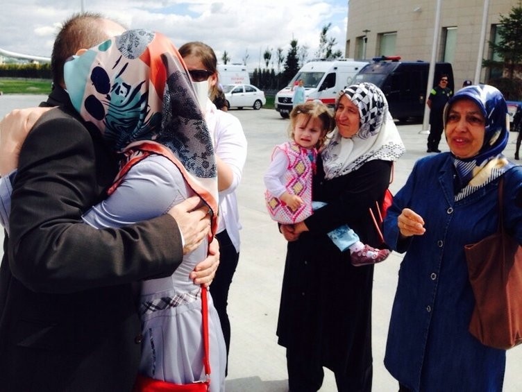 İşte 46 rehinenin ailelerine kavuşma anı