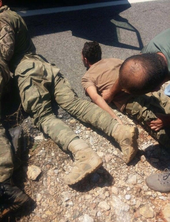 Darbeci askerlerin yeni fotoğrafları ortaya çıktı
