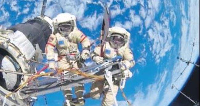 Astronotlar üç UFO ile yüz yüze geldi!