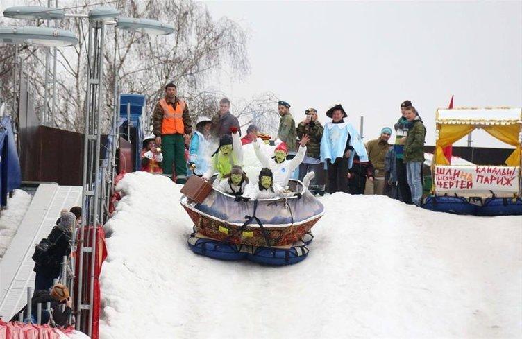 Moskova'daki kızak festivali tasarımda sınır tanımadı