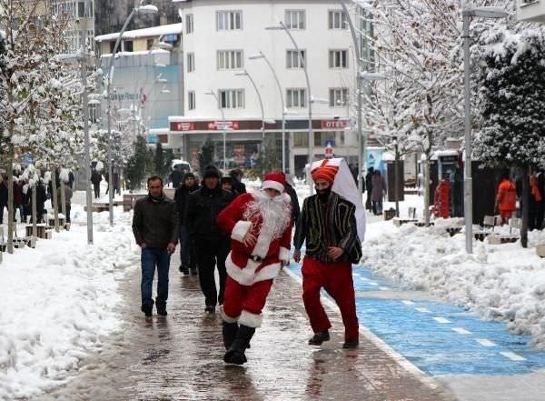 BBP'liler, 'Yeniçeri'ye 'Noel Baba'yı kovalattı