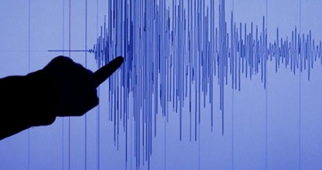 İzmir'de 3,5 büyüklüğünde deprem