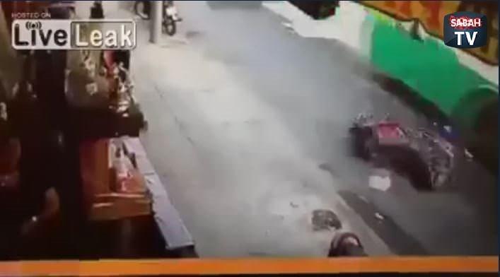 Motosiklet sürücüsü otobüsün altında kaldı