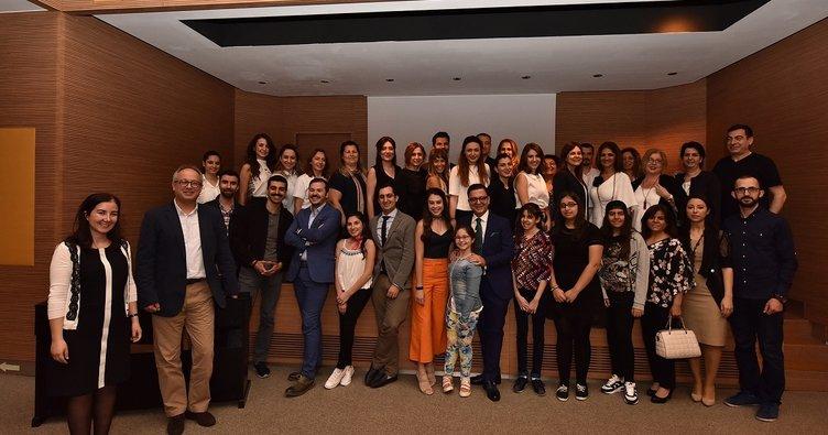 Hastalar, uzmanlar ve sanatçılar 'Sanatta Skolyoz' etkinliğinde buluştu!