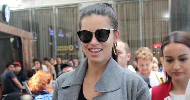Adriana Lima gezerken uçak kaçtı