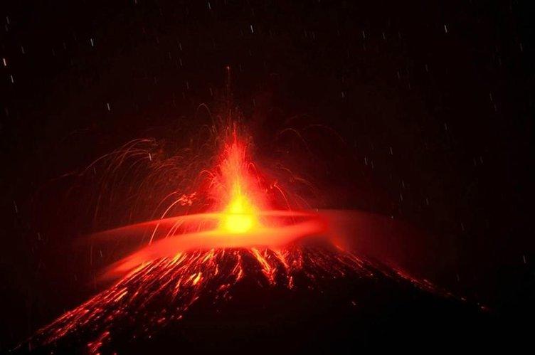 Slamet lav püskürtüyor