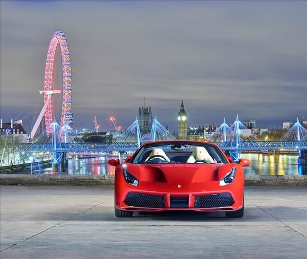 Yılın en iyi motoru Ferrari'den