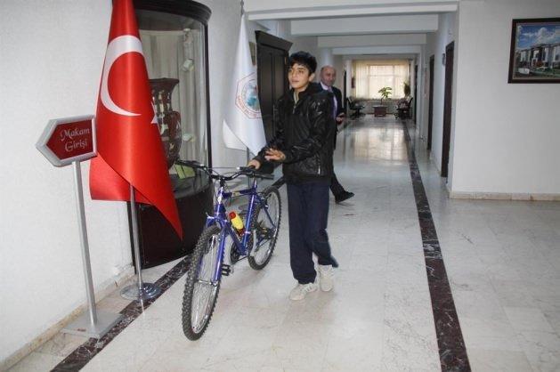 Cumhurbaşkanı Erdoğan'dan istediği bisiklete kavuştu