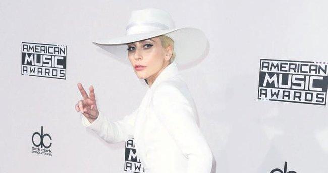 Lady Gaga : İnsanlarla sohbet etmeyi özledim
