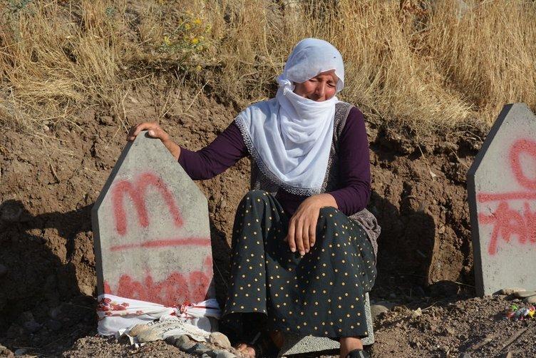 PKK'nın 16 kişiyi katlettiği köyde buruk bayram