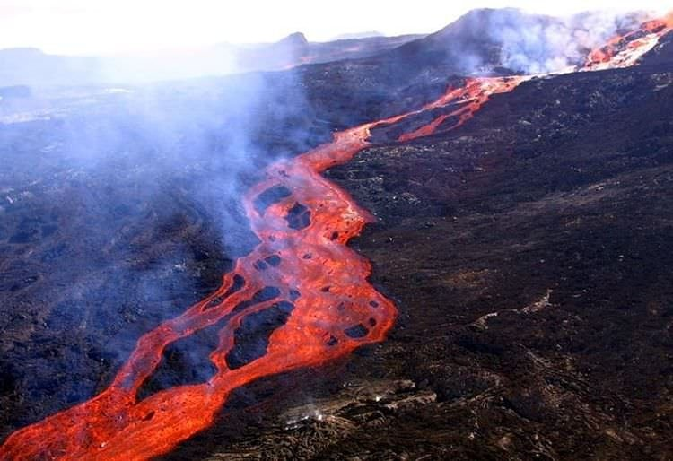 Hint Okyanusunda yanardağ patladı