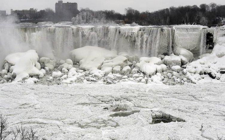 Niagara Şelalesi de dondu