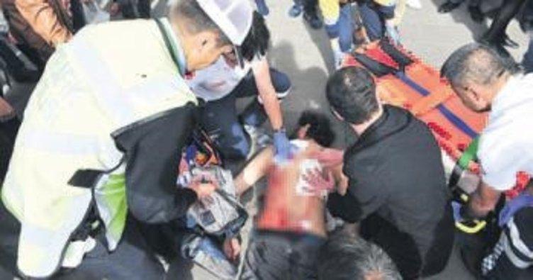 Bayrakçılar arasında çıkan kavga kanlı bitti