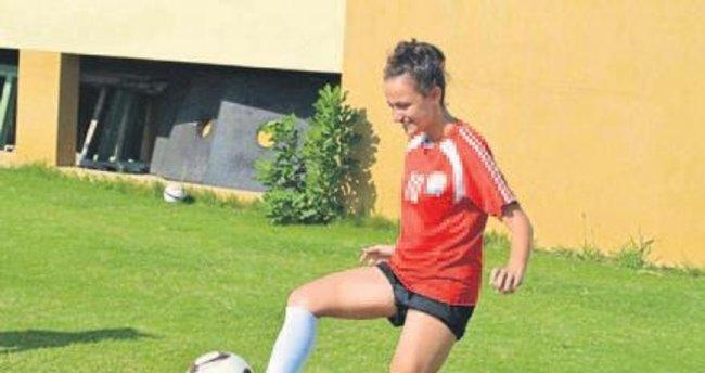 Esra Güler futbola veda etti