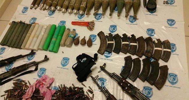 PKK'ya ait iki ayrı sığınakta silah, mühimmat ve patlayıcı ele geçirildi
