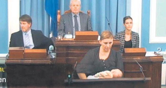 İzlandalı vekil bebeğini parlamentoda emzirdi
