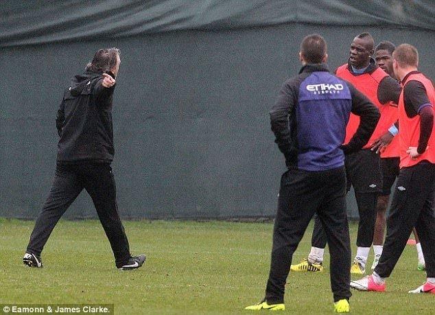 Balotelli, Mancini'ye saldırdı