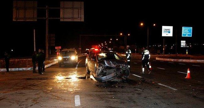 Elazığ'da zırhlı araç ile otomobil çarpıştı: 2 polis yaralı