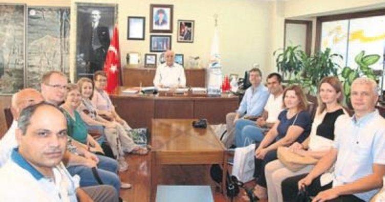 Yabancı öğretmenler belediyeyi ziyaret etti
