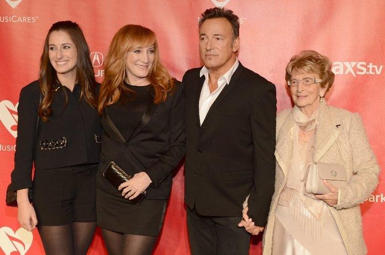 Jessica Rae Springsteen,22 babası Bruce Springsteen ile birlikte