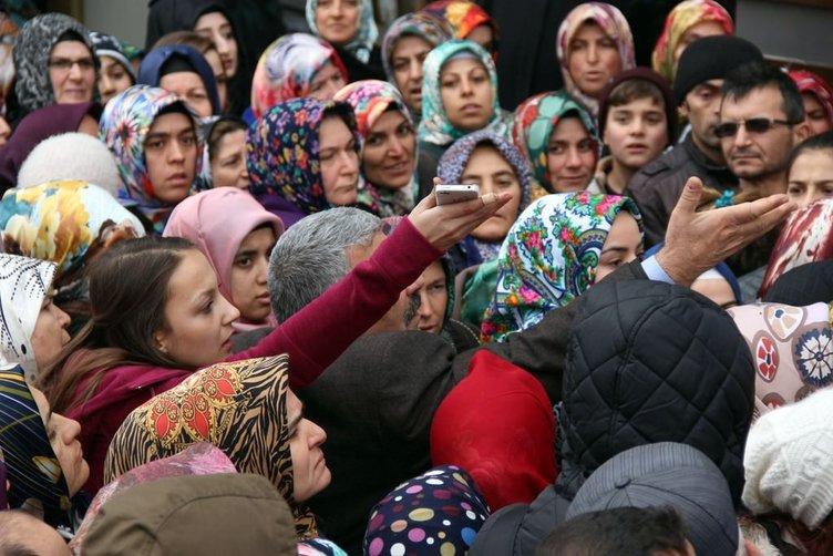 Konya'da 1 liralık kıyafet izdihamı