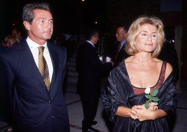 Ayşegül Dinçkök 38 yıllık eşi Ömer Dinçkök'ü ihanet yüzünden sildi!